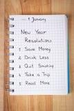 Nya år upplösningar som är skriftliga i anteckningsbok Royaltyfri Bild