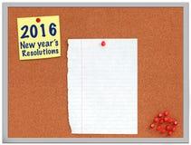 2016 nya års upplösningsanmärkning på korkbräde Royaltyfri Foto