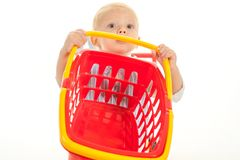 Nya ankomster lycklig barndom och omsorg shoppa för barn besparingar på köp Pysbarnet i leksak shoppar royaltyfria foton