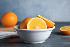 Nya apelsiner i bunke royaltyfri foto