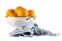 Nya apelsiner i en durkslag Royaltyfri Fotografi