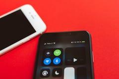 Nya Apple Iphone X och iPhone 6S Arkivfoto