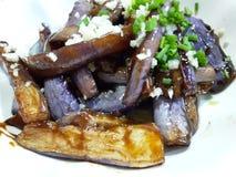 Nya aubergine med ris och vitlök Royaltyfria Foton