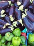 Nya aubergine och paprikor Arkivbilder
