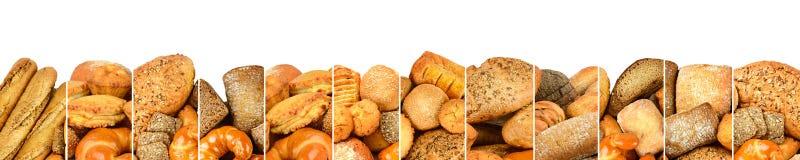 Nya bakade brödprodukter i vertikala linjer för form som isoleras på wh Royaltyfri Bild