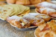 nya bakade cakes Fotografering för Bildbyråer