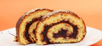 Nya bakade Plum Jam Roll Cake Royaltyfria Bilder