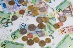Nya Belorussian pengar Myntar och sedlar bakgrundsbegreppet bantar guld- äggfinans Arkivfoto