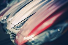 Nya bilar som är till salu i återförsäljare Fotografering för Bildbyråer