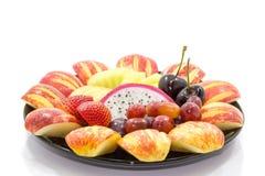 Nya blandningfrukter isolerade på vit bakgrund (selektiv fokus a Arkivbild