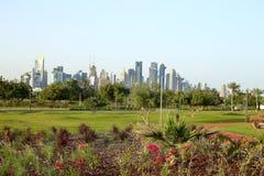 Nya blomsterrabatter i Bidda parkerar, Qatar arkivbilder