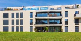 Nya bostads- byggnader i Bremgarten, Schweiz Arkivbild