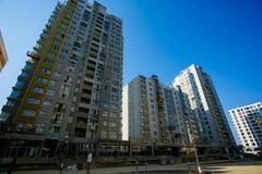 Nya bostads- höga löneförhöjningbyggnader royaltyfria bilder