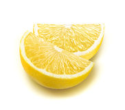 Nya citronfjärdedelskivor som isoleras på vit Royaltyfri Fotografi