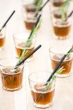 Nya coctails i exponeringsglas med sugrör Fotografering för Bildbyråer