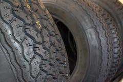 nya däck för bil Arkivfoton