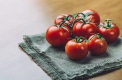 Nya druvatomater med kryddor för bruk som matlagningingredienser äta som är sunt Arkivbild