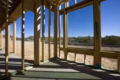 nya fönster för inramnintt hus Arkivbilder