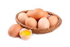 Nya fega ägg i korgen, slut upp fotografering för bildbyråer