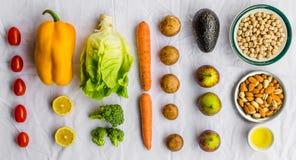 Nya frukt och grönsaker, korn och muttrar på en vit bakgrund Royaltyfria Foton