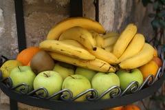 Nya frukter är tillgängligt till salu Fotografering för Bildbyråer