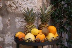 Nya frukter är tillgängligt till salu Royaltyfria Foton