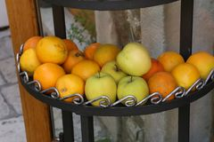 Nya frukter är tillgängligt till salu Arkivbild