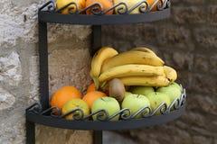 Nya frukter är tillgängligt till salu Royaltyfri Foto