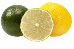 Nya frukter av limefrukt och citronen som isoleras på vit bakgrund arkivfoton
