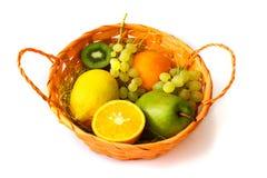 nya frukter för korg Royaltyfri Foto