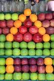 Nya frukter i marknaden Arkivfoto