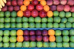 Nya frukter i marknaden Royaltyfria Foton
