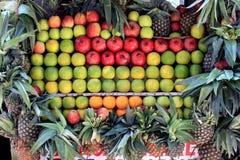Nya frukter i marknaden Fotografering för Bildbyråer
