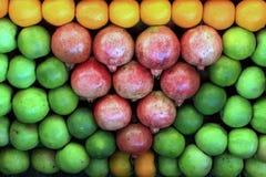 Nya frukter i marknaden Royaltyfria Bilder
