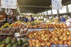 Nya frukter och nya grönsaker riktar från lantgårdarna Arkivbilder