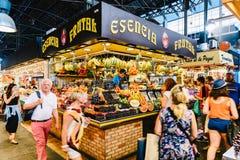 Nya frukter som är till salu i den Barcelona marknaden Fotografering för Bildbyråer