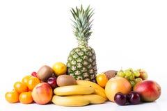 nya frukter Sortiment av exotiska frukter som isoleras på vit Arkivfoton