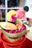 nya fruktgrönsaker för korg Arkivfoto