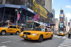 nya fyrkantiga tider gula york för cabstad Arkivbild