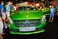 Nya generationen av den Mercedes-Benz En-gruppen på skärm under Singapore Motorshow 2016 Royaltyfria Bilder