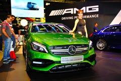 Nya generationen av den Mercedes-Benz En-gruppen på skärm under Singapore Motorshow 2016 Arkivfoto