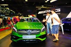 Nya generationen av den Mercedes-Benz En-gruppen på skärm under Singapore Motorshow 2016 Arkivbilder