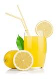 nya glass fruktsaftcitroncitroner royaltyfri bild