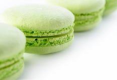 Nya gröna macarons Arkivfoton