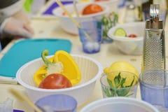 Nya grönsaker för att förbereda sallad royaltyfria foton