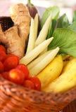 nya grönsaker för korg Arkivbilder
