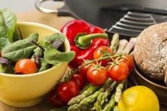 Nya grönsaker för lantgård som är klara att vara förberett Royaltyfria Bilder
