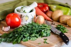 Nya grönsaker för matlagningmatställewuth Arkivfoton