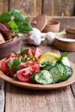 Nya grönsaker, favorit- sommarsidomaträtt royaltyfri bild