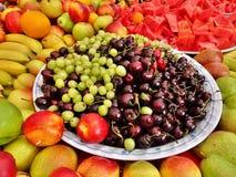 Nya grönsaker i thailändsk matmarknad Royaltyfria Bilder